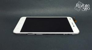Vodafone-Ultra-6-LCD-displej-s-dotykem-a-rameckem-bily